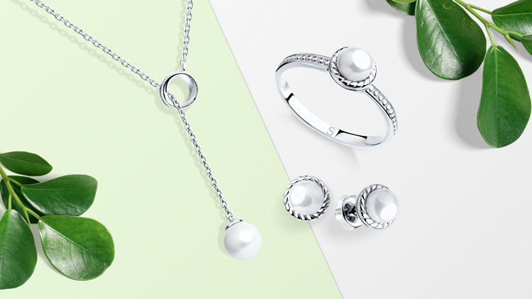 Колье, кольцо и пусеты из серебра